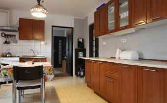 -kuchnia z jadalnią na piętrze